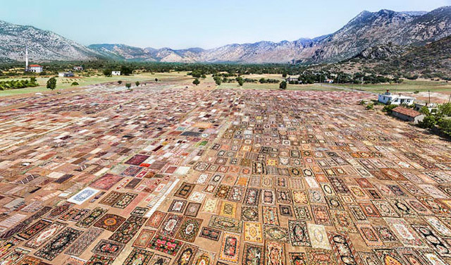 Halil Altındere, Carpet Land, 2012. C-Print, mounted on alu-dibond, 100 x 170 cm.