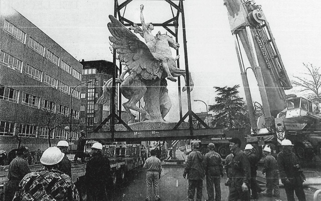 "27.01.1997, El Pais, ""Los Pegasos Vuelan al Sur"". The arrival of the restored Pegasus at Plaza Legazpi."